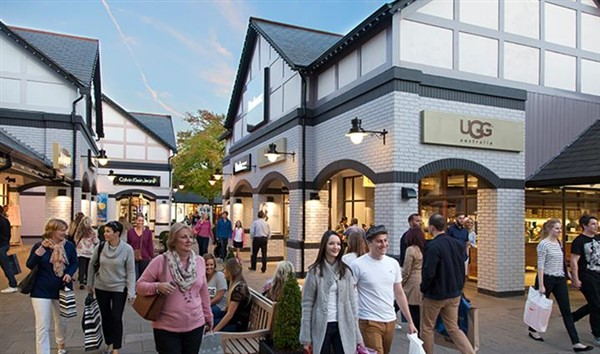 Chester and Cheshire Oaks Student day trip